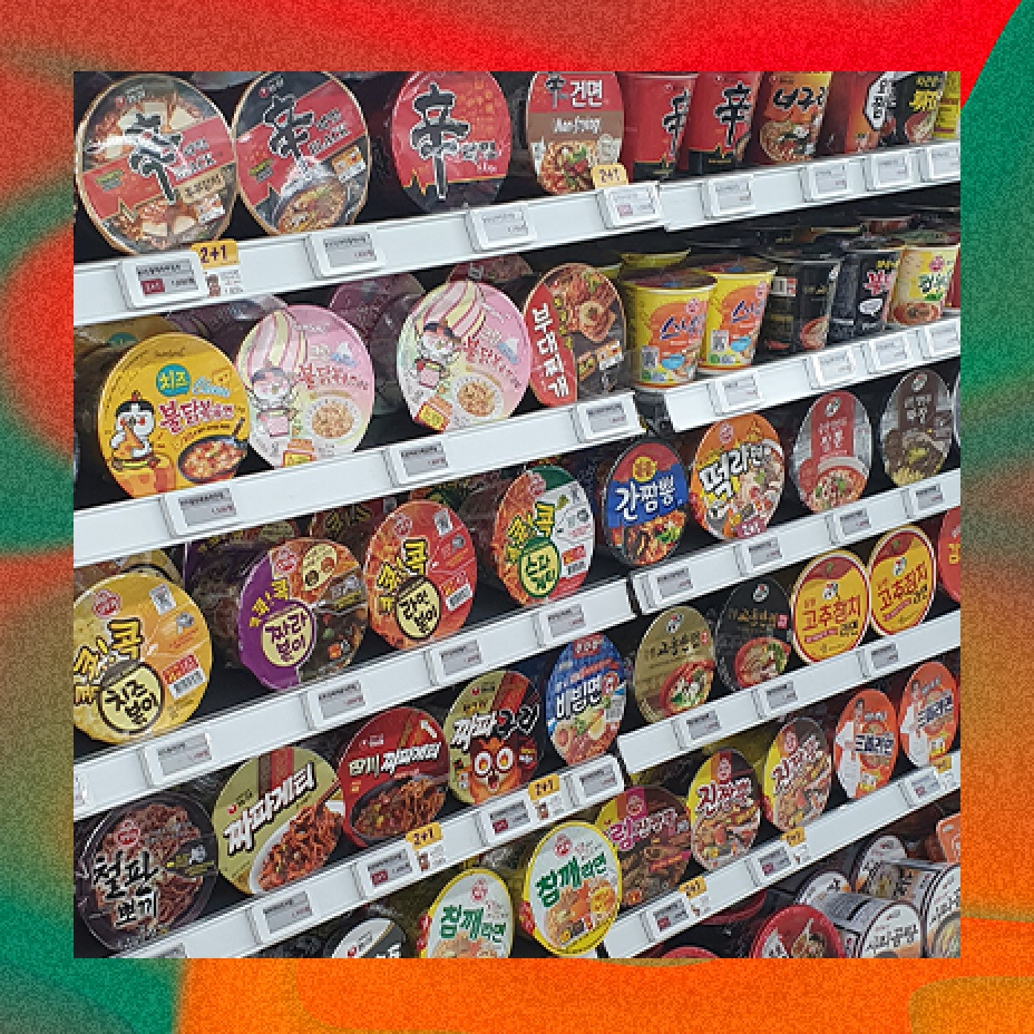 7-Eleven-South-Korea-noodle-snacks-aisle.jpg