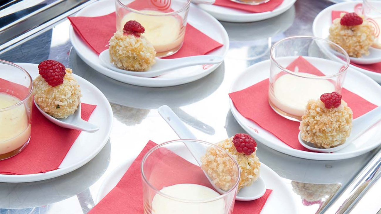 Polpettine di manzo con crema di Castelmagno, lamponi e gocce di miele