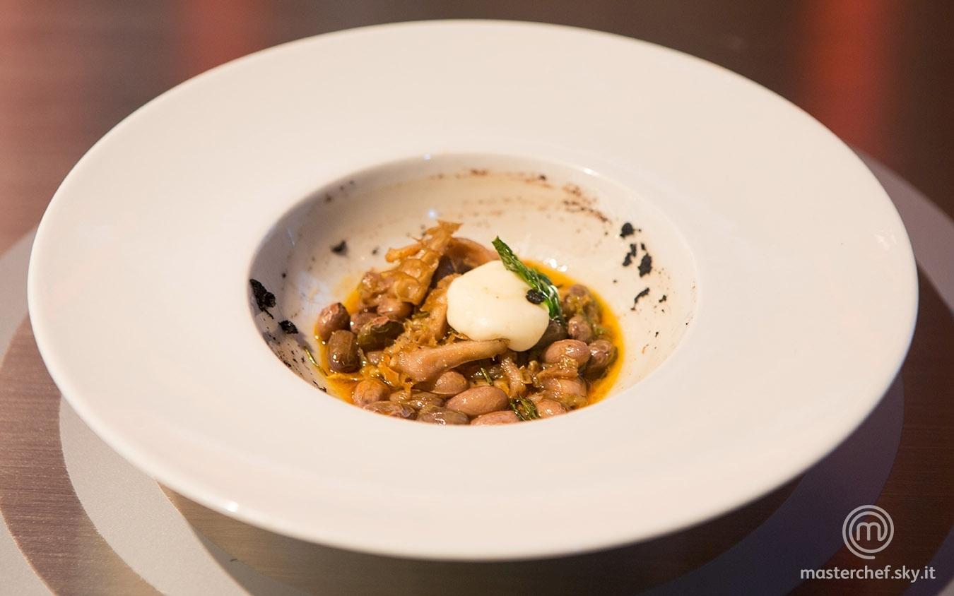 Zuppetta piccante di borlotti, trippa e aglio nero