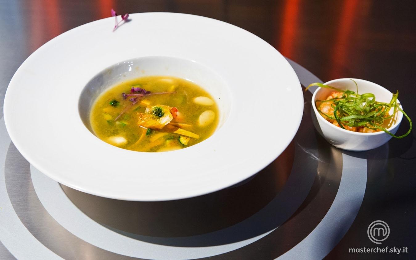 Acqua di plancton con scampi e gamberi rossi e verdure croccanti saltate al chorizo