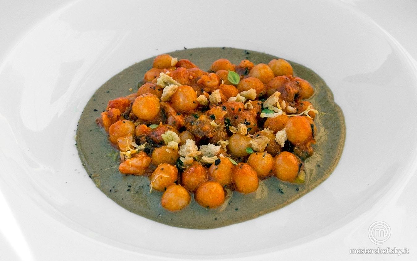 Gnocchetti al ragù di mare su crema di cozze e trucioli di tarallo