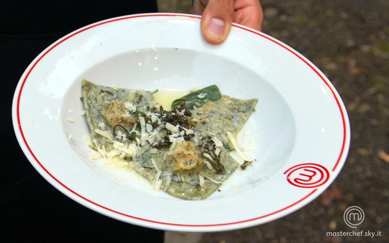 Ravioli di ortica con ripieno di zucca al burro e salvia