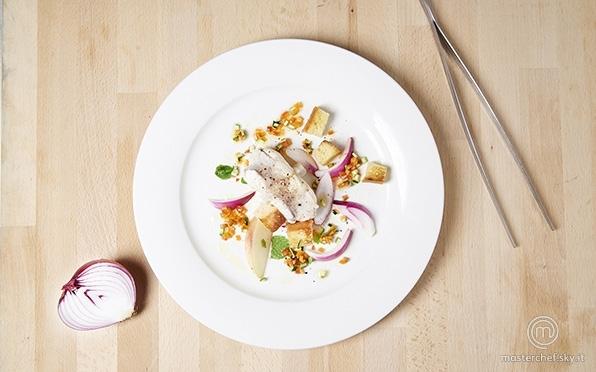 Coda di rospo marinata in olio di semi con piccole verdure, pesche acerbe e aceto di fiori