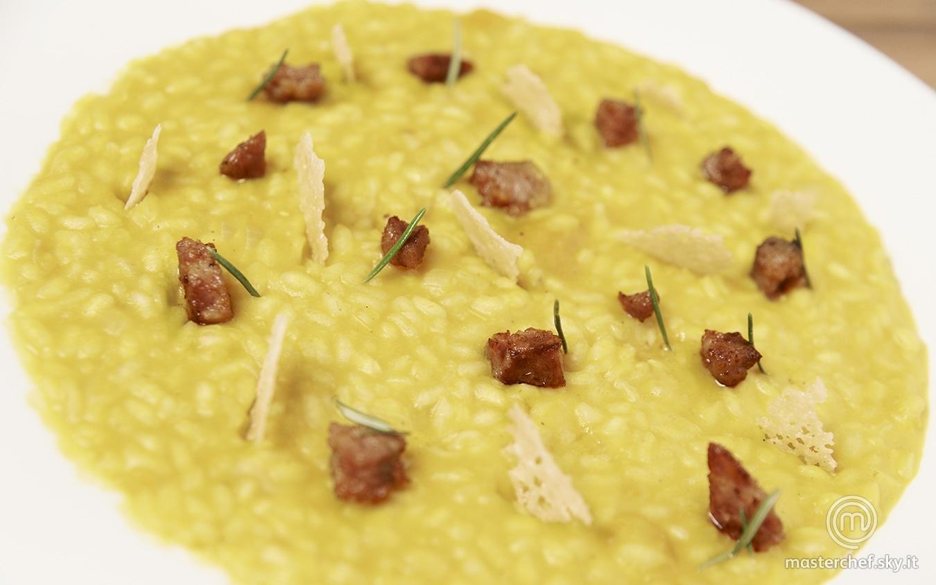 Risotto alla zucca con salamella mantovana e cialda di grana