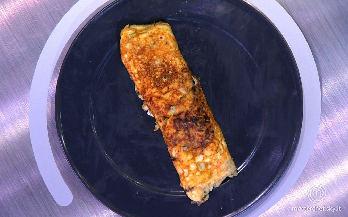 Omelette abbronzata con radicchio rosso, parmigiano e cipollotto