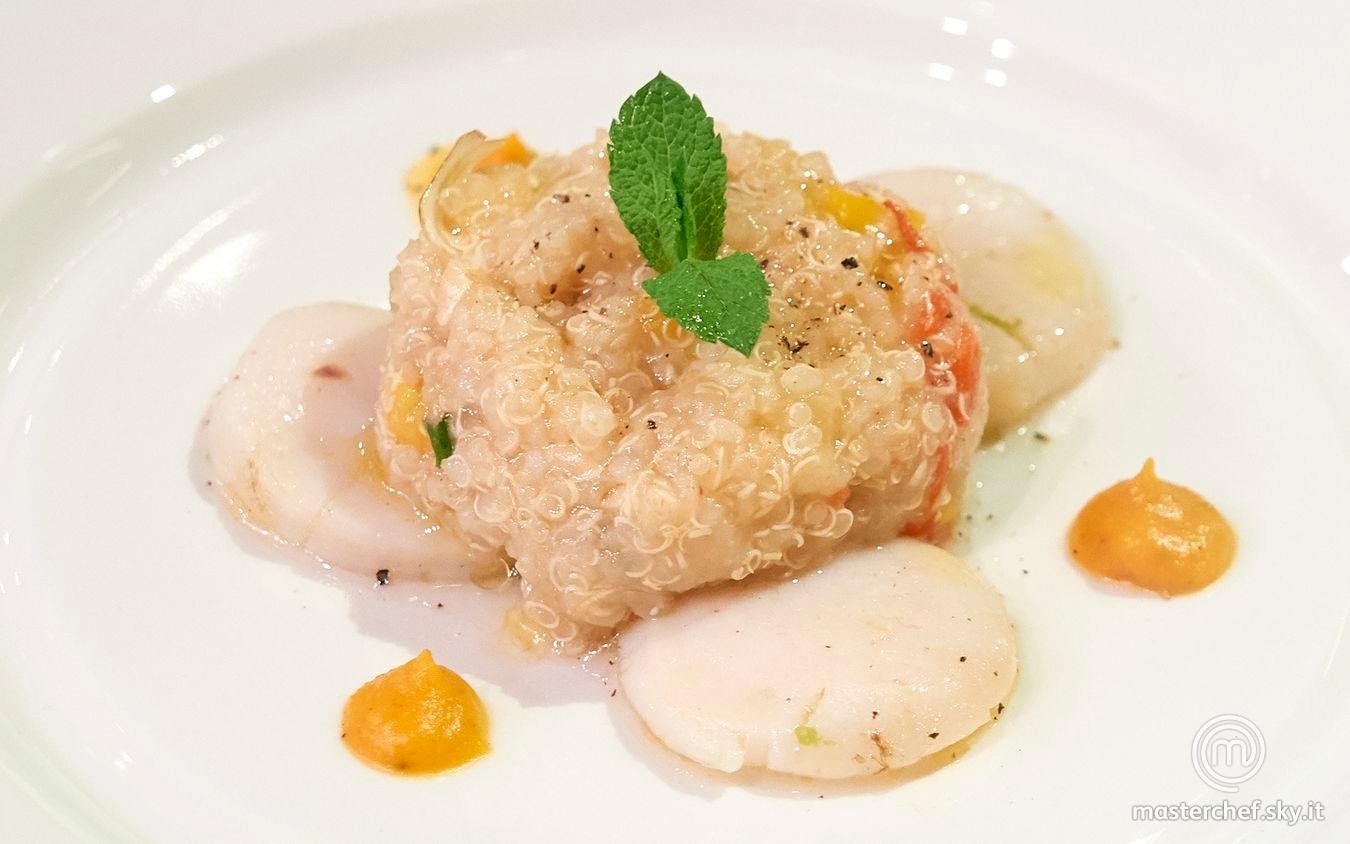 Insalata di quinoa con verdure su letto di capesante e crema di zucca