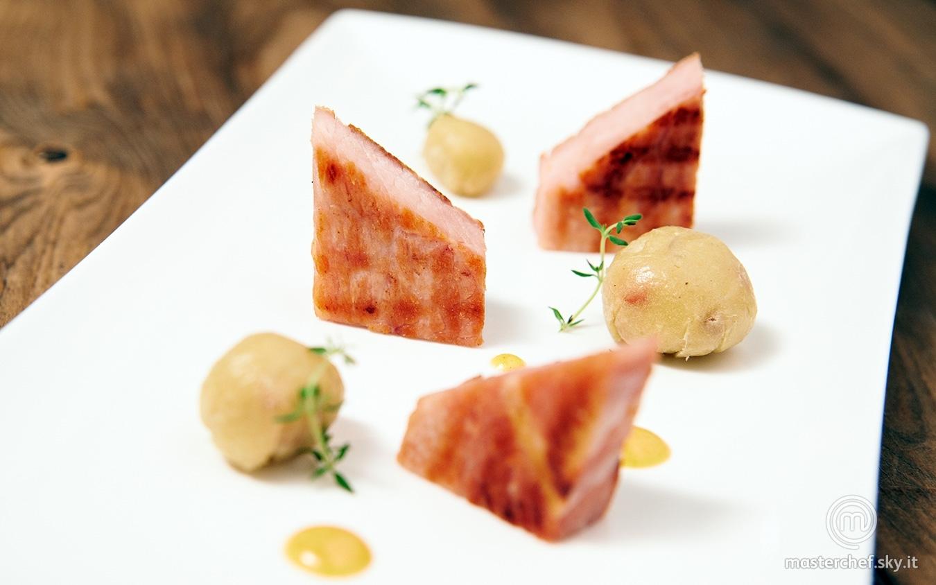Prosciutto alla griglia con knödel di patate e salsa alla senape