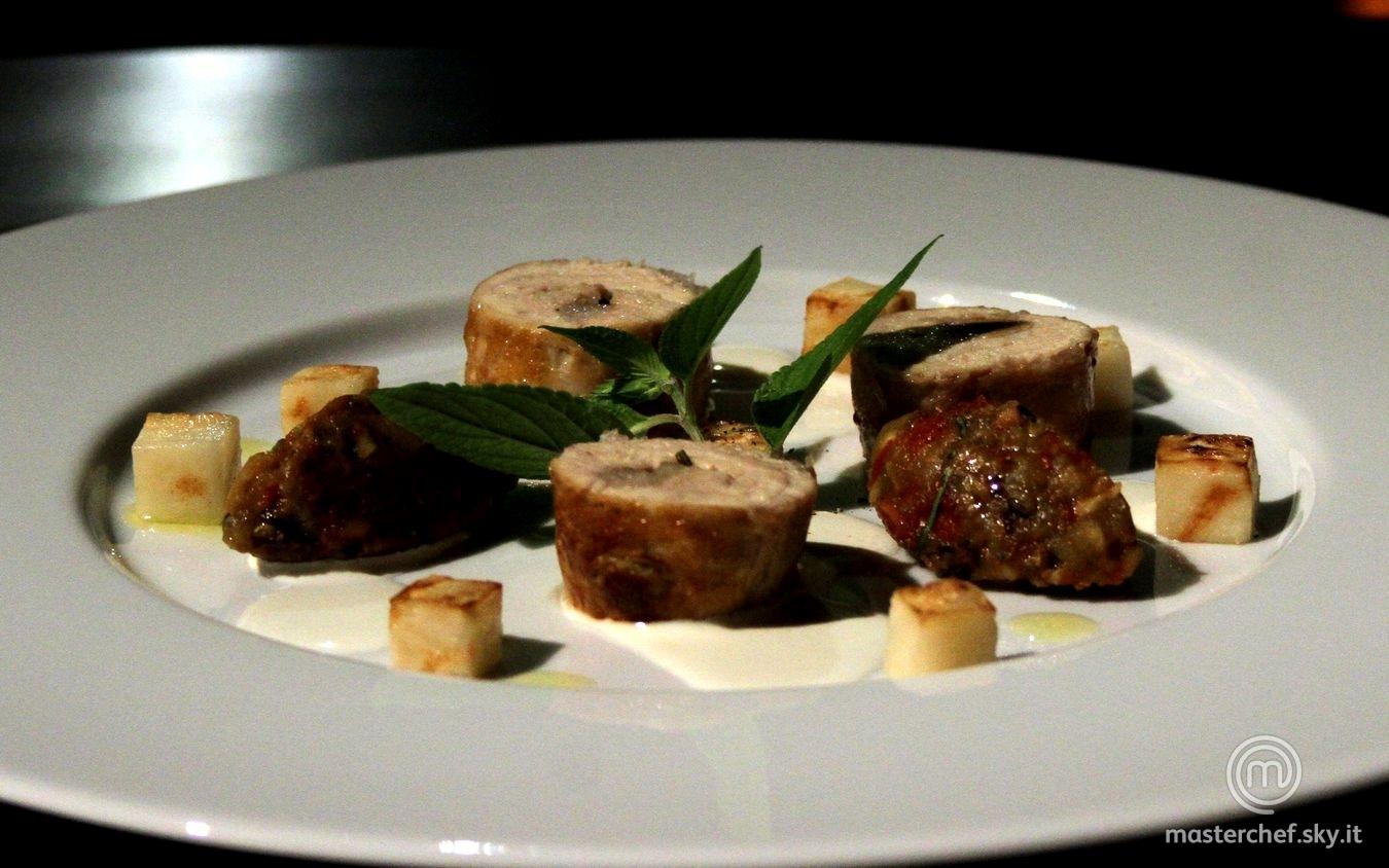 Galletto in porchetta, sedano rapa stufato al burro, fonduta di Castelmagno e battuto di melanzane e pomodoro