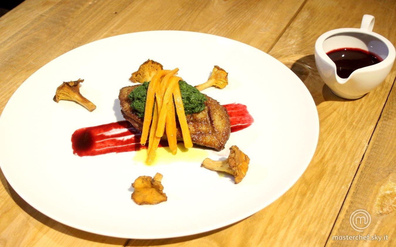 Petto d'anatra con cremoso al prezzemolo, frutti di bosco e carote