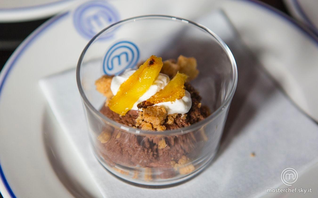 Mousse al cioccolato fondente e cocco con ananas caramellato