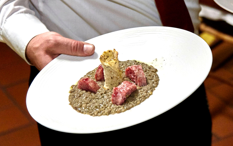 Zuppetta di lenticchie al rosmarino con cotechino dell'oltrepò e pane tostato