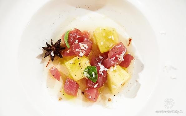 Ananas al profumo di vaniglia e cocco con battuto di tonno al lime