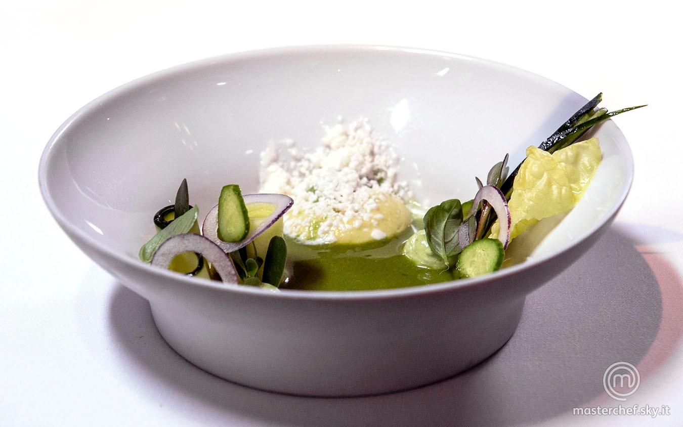 Zuppa di cetriolo fredda con avocado e latticello