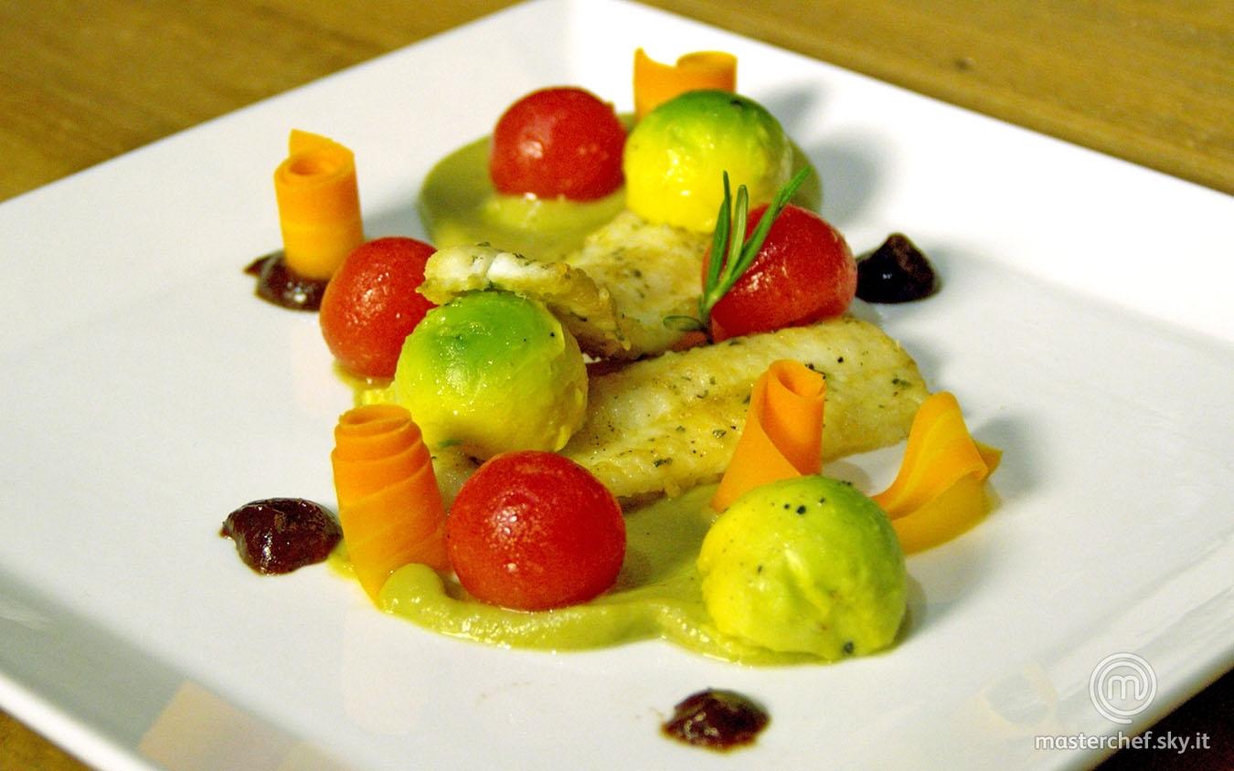 Filetto di sogliola su crema di melanzana e avocado e salsa di prugne