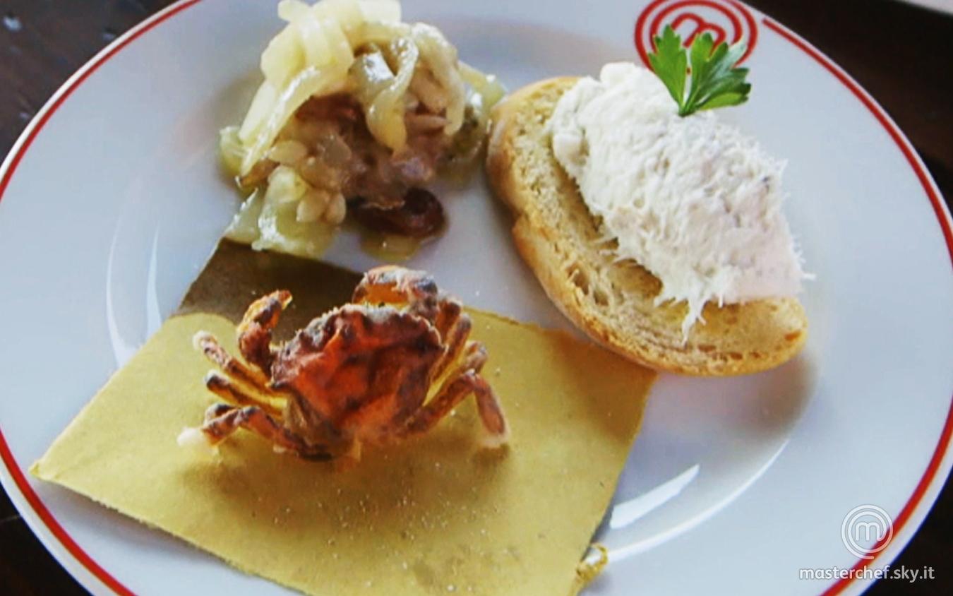 Crostino con baccalà mantecato, sarde in saor e moeche fritte della Brigata Rossa
