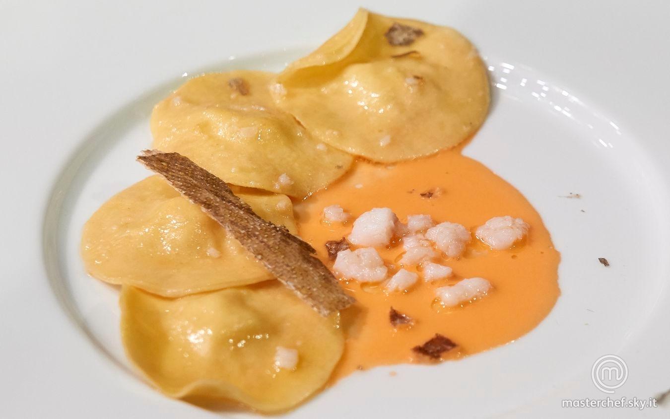 Ravioli ripieni di merluzzo con salsa ai pomodorini