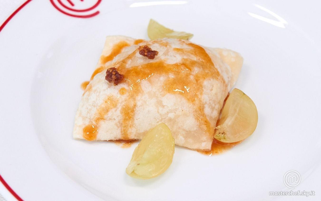 Gnocco fritto azzimo con crema leggera ai fichi e miele con riduzione di mosto d'uva.