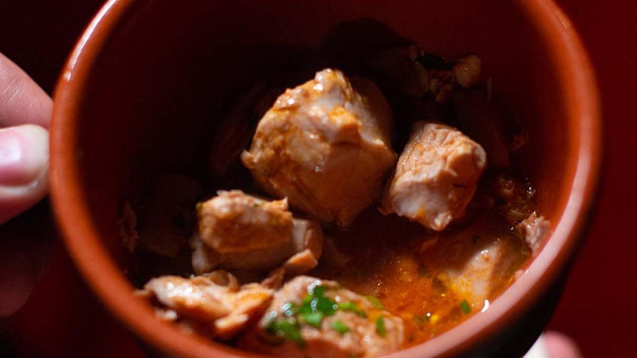 Stoccafisso alla napoletana in umido con sugo, olive, capperi e prezzemolo