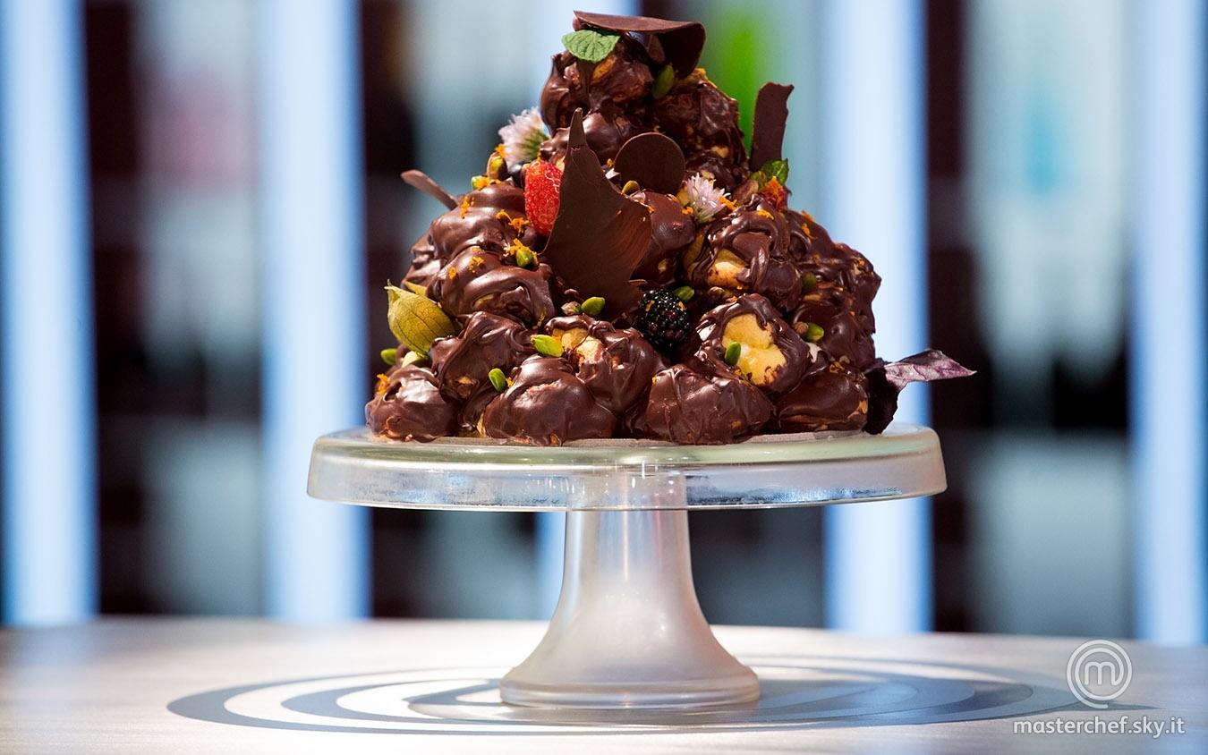 Profiteroles al cioccolato fondente