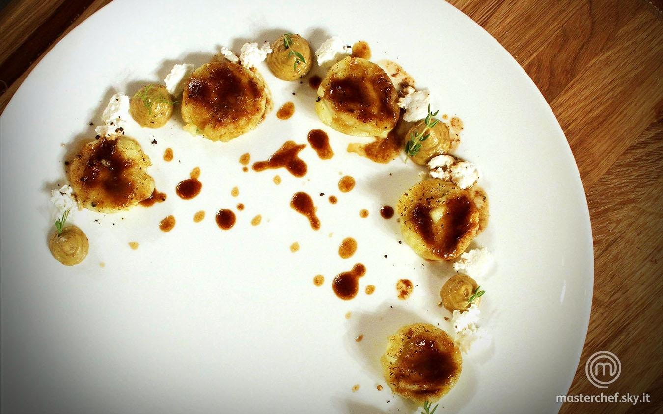 Gnocco al Roquefort, mousse di lingua al balsamico e foie gras, jus di vitello e ricotta