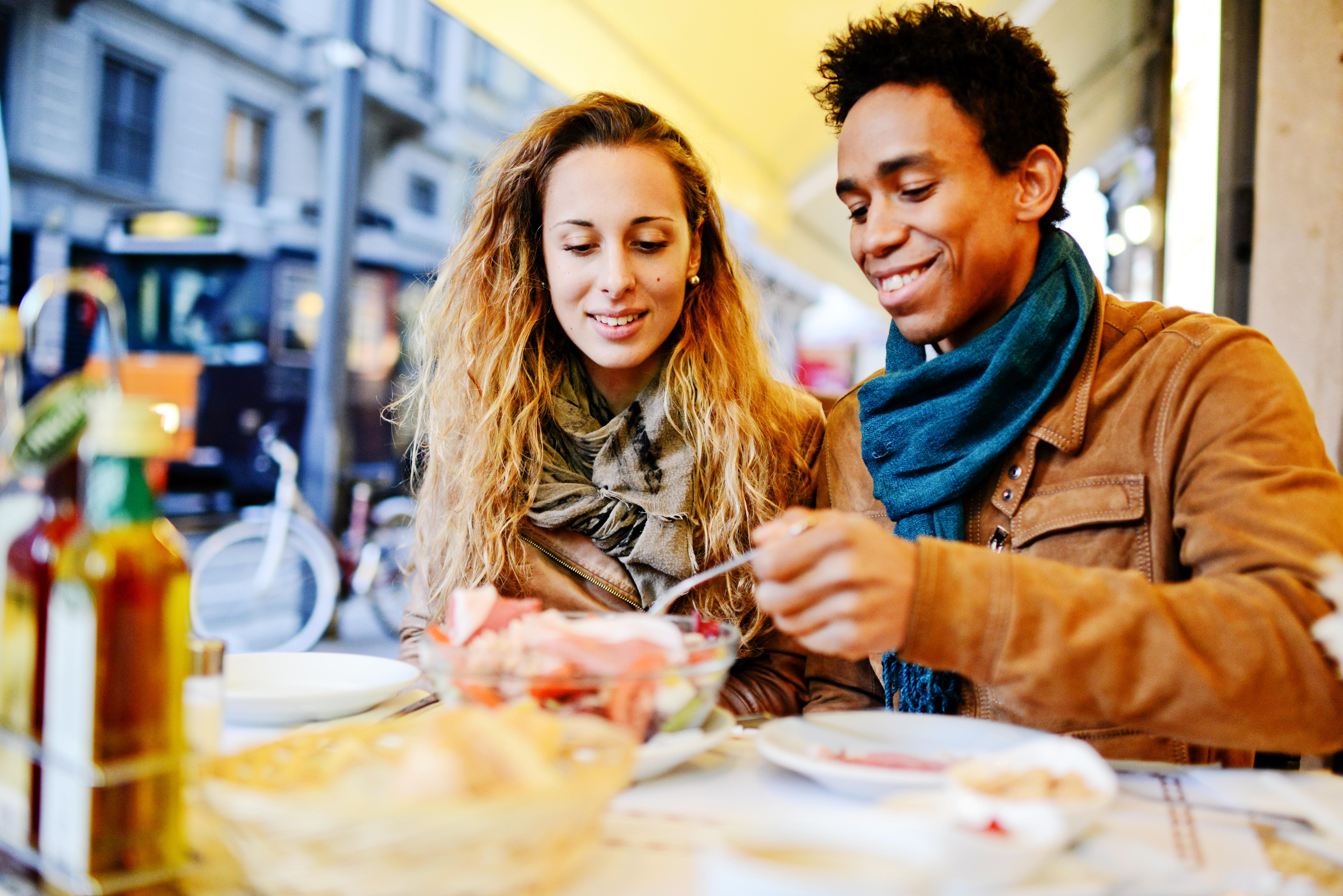 Saiba ter conversas informais e aprender muito com outras pessoas com diversidade cultural nos seus negócios.