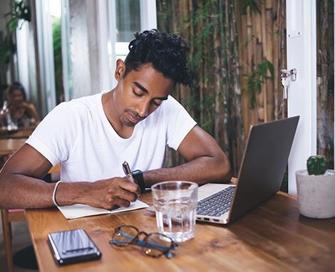 470x382_-_man_studying_laptop.jpg