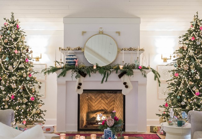 A Christmas-themed fireplace designed by blogger The Leslie Style