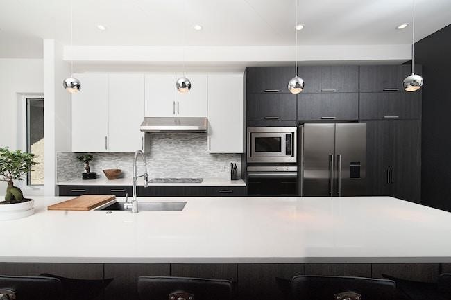 How To Master The Two Toned Kitchen Cabinet Look Pella