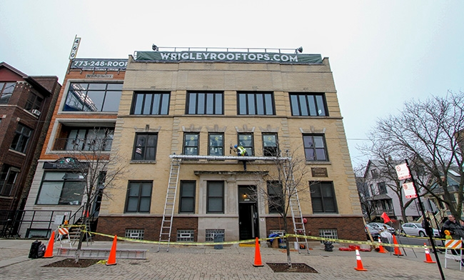 building at 1032 Waveland avenue chicago wrigley field new pella windows