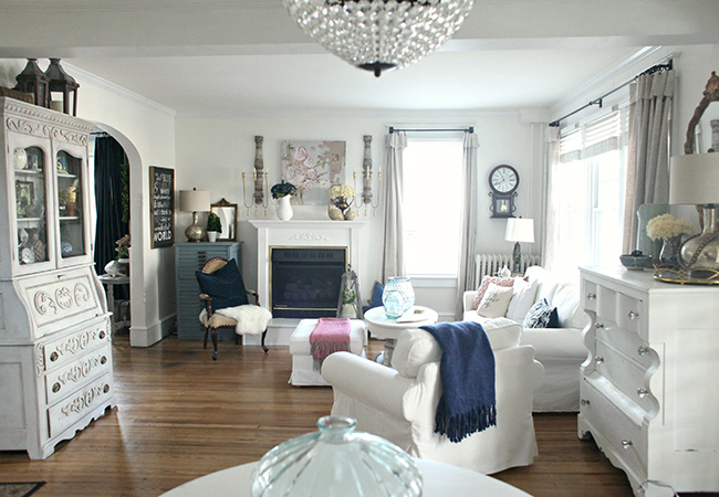 Living room by blogger Tammy Damore A House in Bloom