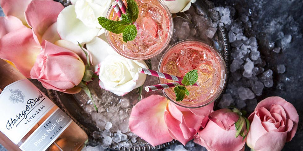 Sparkling Strawberry Rosè Cocktail