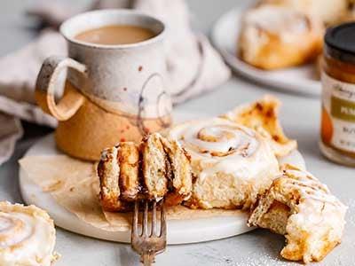 warm-and-gooey-pumpkin-butter-cinnamon-rolls_2.jpg
