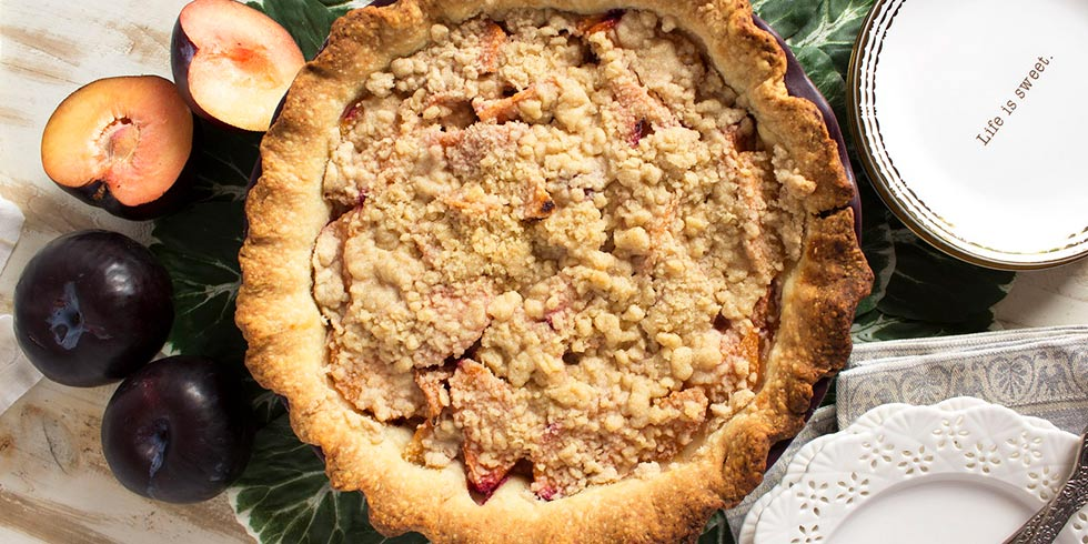 Streusel Plum Pie