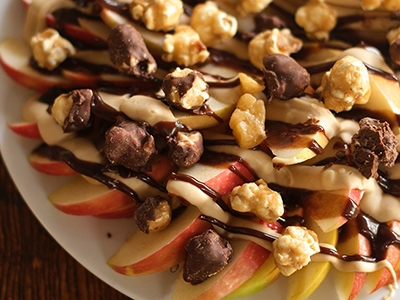 Apple Nachos with Moose Munch Gourmet Popcorn