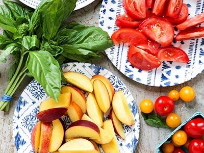 peach-caprese-salad_2.jpg