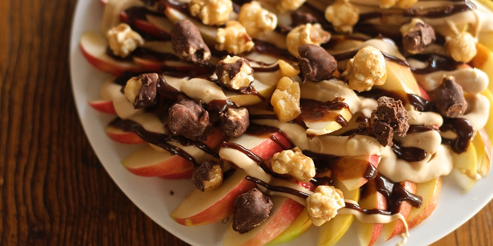 Apple Nachos with Moose Munch Gourmet Popcorn