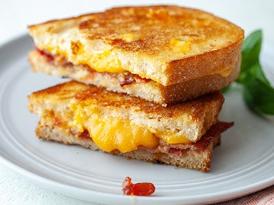 bacon-cheddar-grilled-cheese_3.jpg