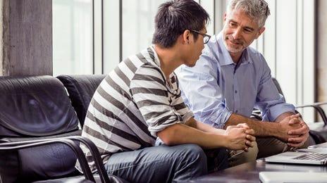 échange entre étudiants lors d'un cours intensif