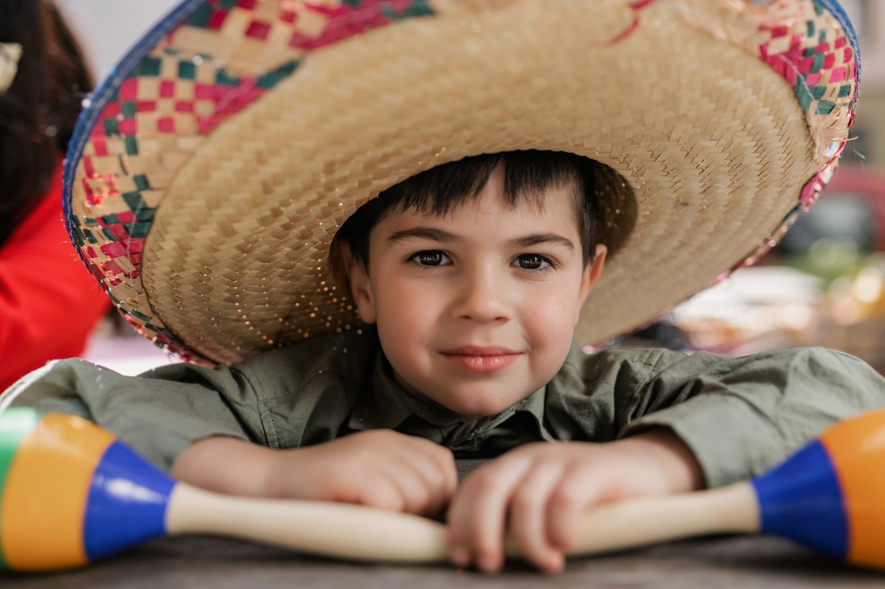 Child_in_Mexico_who_can_speak_Spanish.jpg