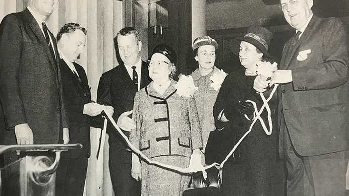 Kemmons Wilson and others ringing a bell at the New York Stock Exchange