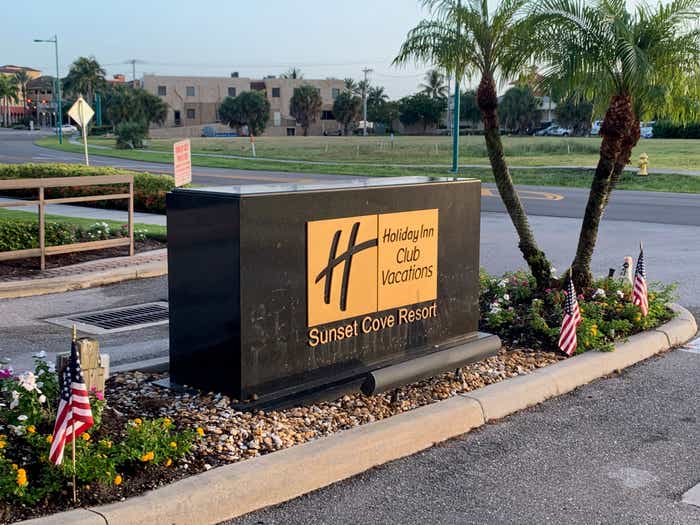 Holiday Inn Club Vacations Sunset Cove Resort monument sign