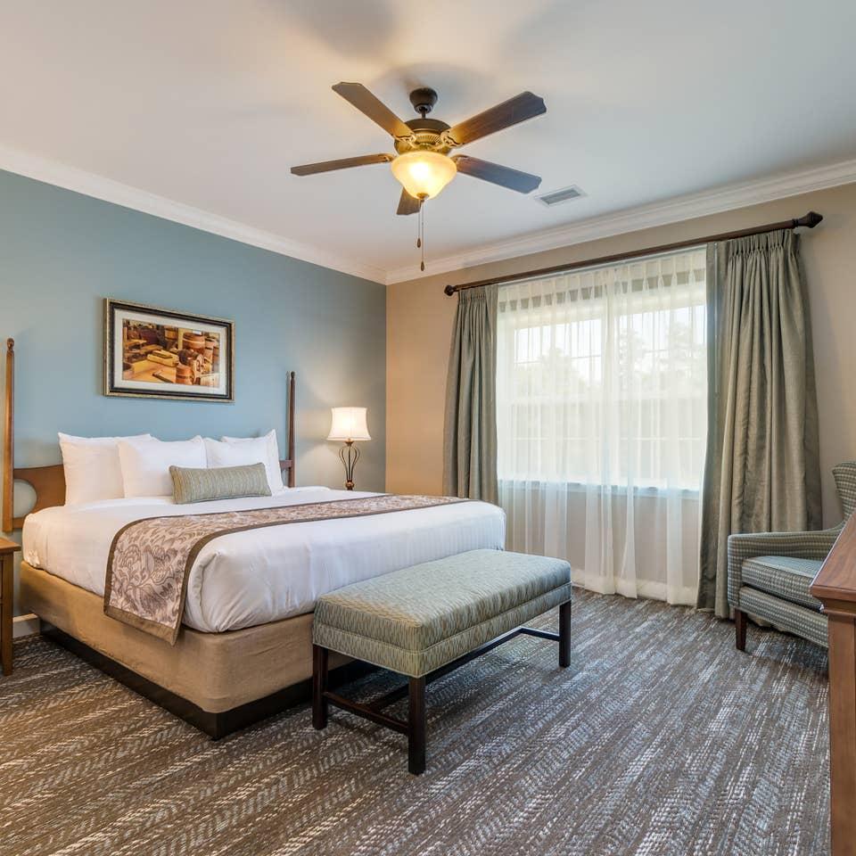 Bedroom in a three-bedroom villa at Williamsburg Resort