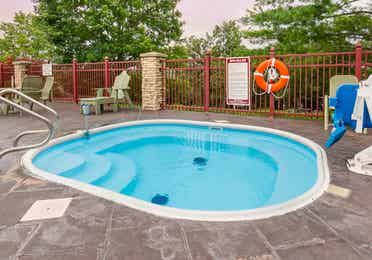 Outdoor hot tub at Holiday Hills Resort in Branson, Missouri.