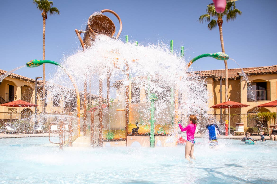 The Averett Family enjoys the refreshing Splash Canyon features at our Scottsdale Resort.