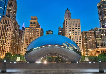 """View of """"The Bean"""" at dawn in Millennium Park, Chicago, Illinois"""