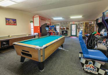 Game room with arcade games, pool and air hockey and Ozark Mountain Resort in Kimberling City, MO.