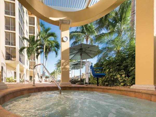 Hot tub at Sunset Cove Resort