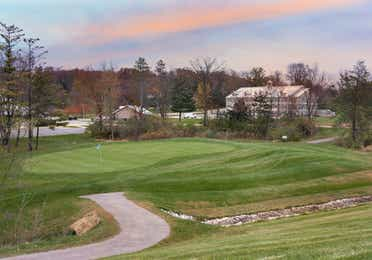 Outdoor golf course and property building at Fox River Resort in Sheridan, Illinois