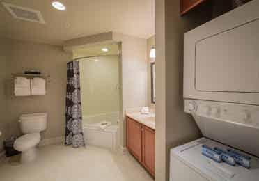 Masterbath in a one-bedroom villa at Williamsburg Resort