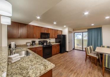 Scottsdale Resort One-Bedroom Deluxe kitchen and dining room